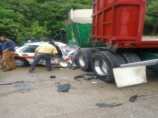 Varios lesionados deja aparatoso accidente en la de cuota